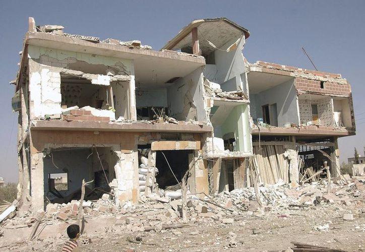 Imagen de una casa dañada en un atentado con un coche bomba en Siria (EFE/Archivo)