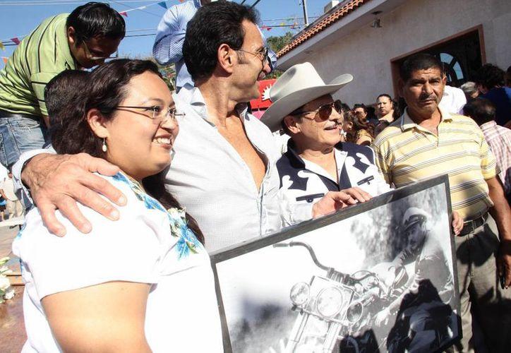 El sobrino y el hijo de Pedro Infante conmemoraron en Mérida el aniversario luctuoso del actor. (Milenio Novedades)
