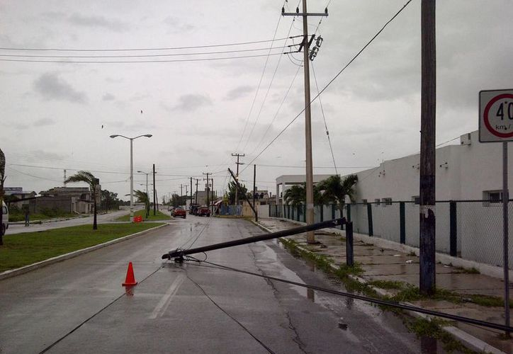 En Progreso el mal tiempo generó contratiempos no sólo a los pescadores, sino también a la infraestructura urbana. (Manuel Pool/SIPSE)