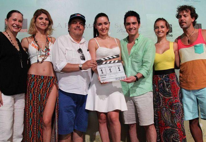 El claquetazo inicial se dio ayer en Isla Mujeres con el elenco que participará en la película. (Cortesía/Notimex)