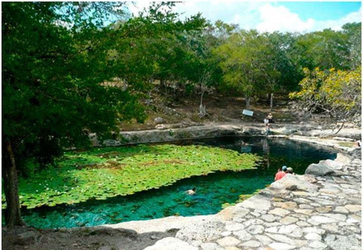 El cenote Xlacah, ubicado a unos 15 kilómetros de Mérida, es una buena opción para visitar, en estads vacaciones. (Sergio Grosejan)