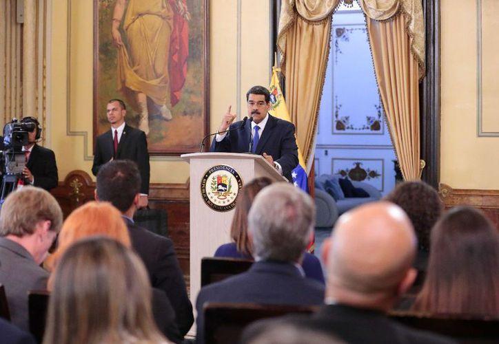 Nicolás Maduro en conferencia de prensa en el Palacio de Miraflores de Caracas (Foto: Twitter/@NicolasMaduro)
