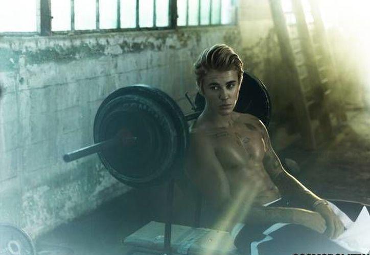 Justin Bieber aparece en la revista Cosmopolitan para dar a conocer su nuevo cuerpo y su nuevo disco. (Cosmopolitan)