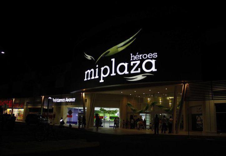 Invirtieron 300 millones de pesos en la construcción de la plaza. (Sergio Orozco/SIPSE)