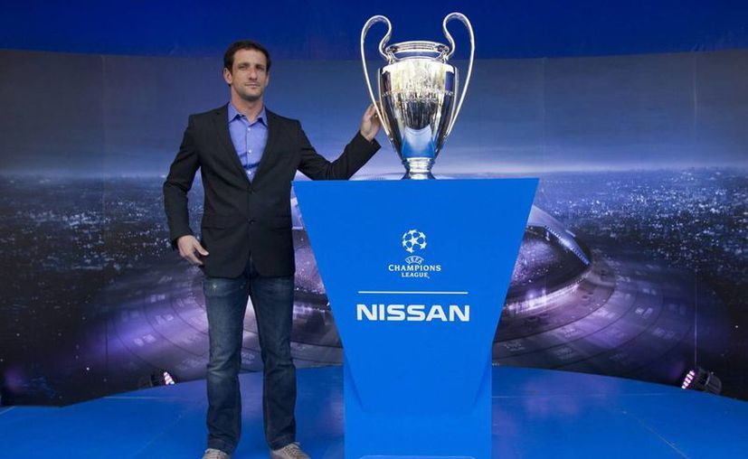 El campeón de la Champions League, Juliano Belletti, visitó la Ciudad de México este martes para presentar el trofeo de la Champions League. (Imágenes de Notimex)
