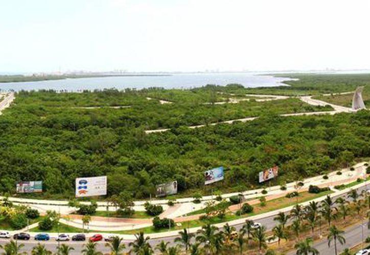La vista panorámica de la cámara es del  Malecón Tajamar, la laguna Nichupté y parte de la zona hotelera. (Sergio Orozco/SIPSE)