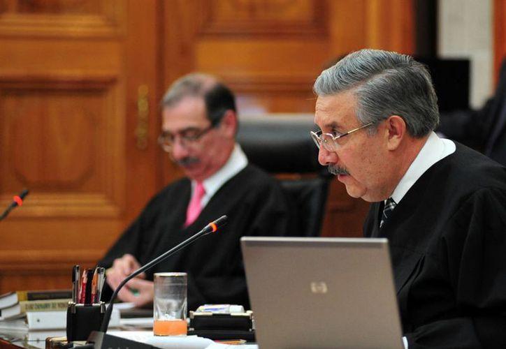 Los ministros Alberto Pérez Dayán y Luis María Aguilar, durante la sesión de la Segunda Sala de la Suprema Corte de Justicia de la Nación. (Notimex)