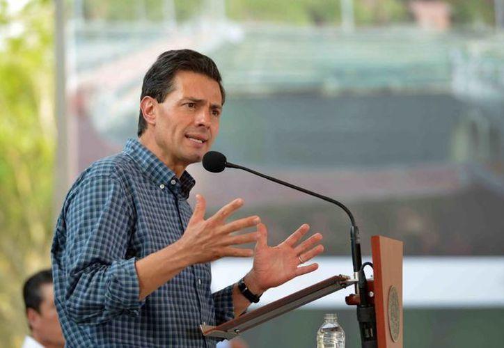 Peña Nieto aseguró que el nuevo Libramiento de Tlaxcala es uno de los beneficios tangibles de las reformas estructurales. (Notimex)