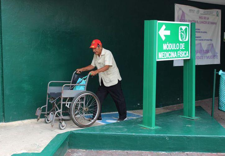 Según el Sinave, en todo el país se han originado en la temporada baja del virus 227 casos confirmados y ocho decesos. (Foto: Joel Zamora/SIPSE)