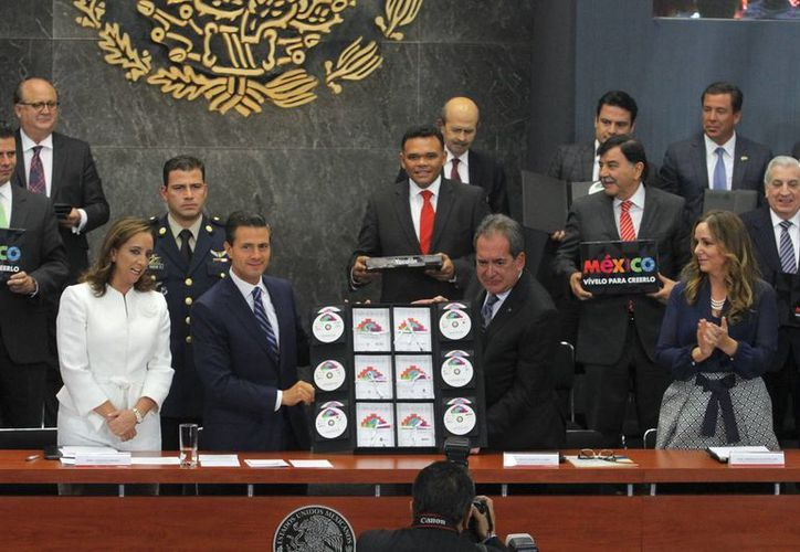 Imagen del lanzamiento del programa turístico 'Vívelo para creerlo' el 11 de junio del año pasado. (Notimex)