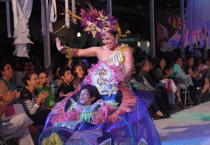 Es la primera ocación en la que oarticipan personas con capacidades diferentes en el Carnaval. (Julián Miranda/SIPSE)