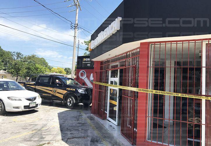 Cuando la encargada llegó al lugar las puertas del establecimiento estaban abiertas. (Victoria González/SIPSE)