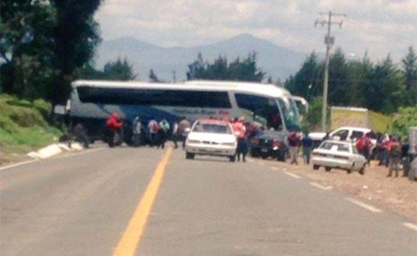 Los dueños de las unidades de transporte temen que resulten dañadas en posibles brotes de violencia. (Twitter.com/@MICHOACANSSP)