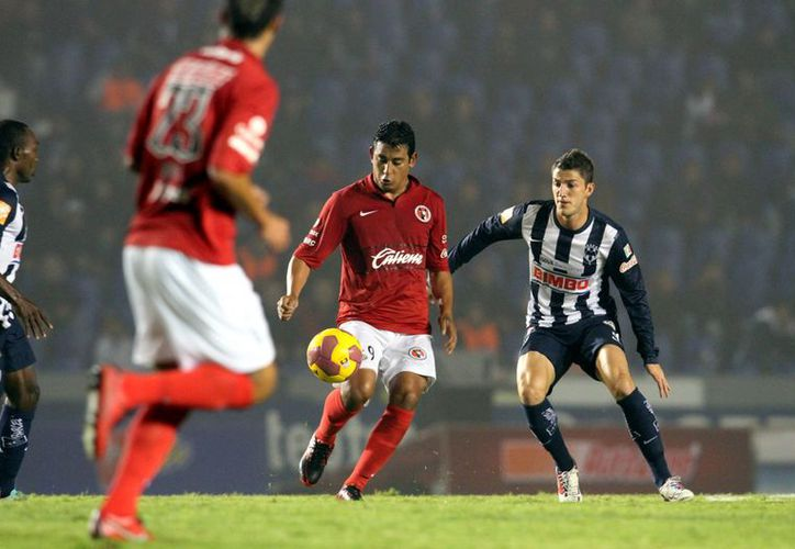 Xolos hallaron el gol en cancha ajena y vencieron 1-0 a Monterrey.  (Agencia Reforma)
