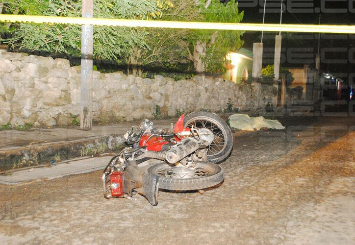 Según testigos del accidente el motociclista manejaba a exceso de velocidad. (SIPSE)