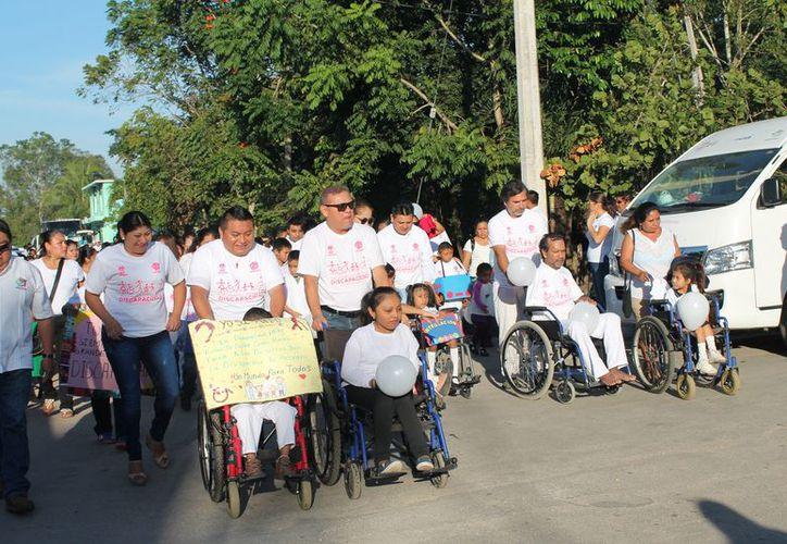 Se realizó un desfile por motivo de esta celebración. (Raúl Balam/SIPSE)