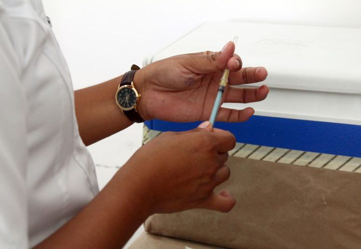 Aunque existe una falta de personas que se vacunen el director del Centro de Salud considera que se ha hecho una campaña adecuada. (Juan Carlos Gómez/SIPSE)