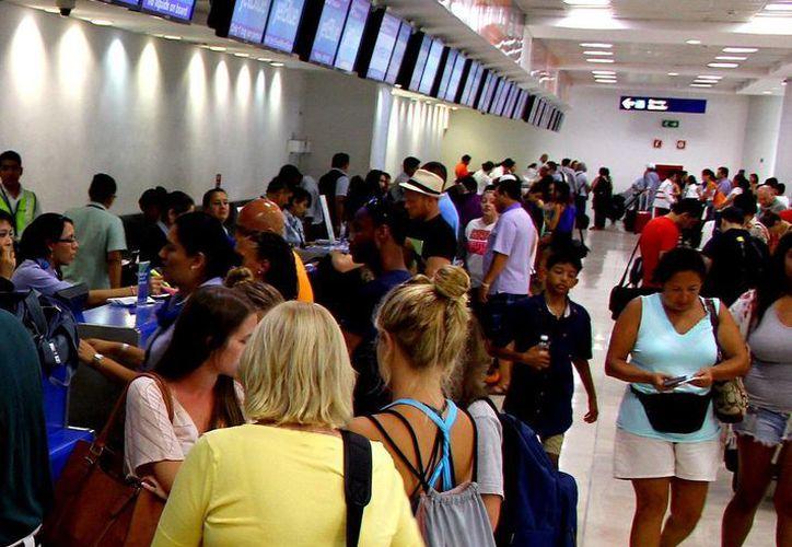 Se registraron 324 operaciones aéreas en las tres terminales del aeropuerto. (Gonzalo Zapata/SIPSE)