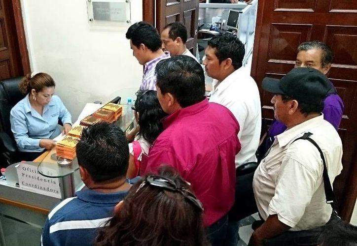 Comisarios entregan en la Presidencia Municipal de Mérida un pliego petitorio con sus demandas de atención en sus comunidades. (SIPSE)