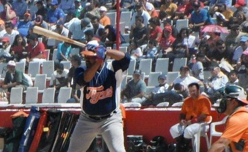 Carlos Sievers en uno de los juegos de pretemporada. (Redacción/SIPSE)