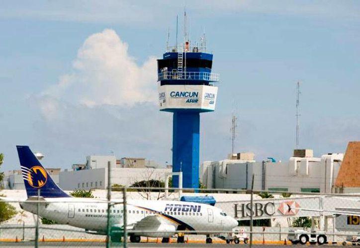 El director general de Asur -empresa que opera, entre otros, las terminales aéreas de Cancún y Mérida-, Adolfo Castro, asegura que el aeropuerto del polo turístico está subutilizado. (Archivo/SIPSE)