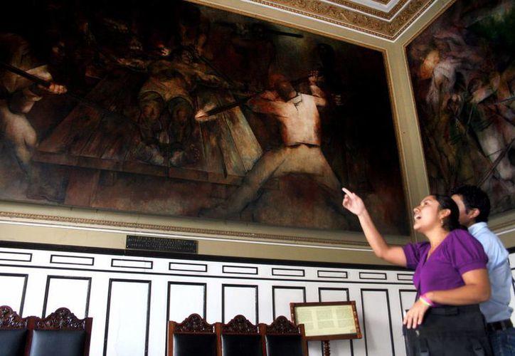 Las obras que serán restauradas están expuestas en el Salón de la Historia y los pasillos del Palacio de Gobierno. (SIPSE)
