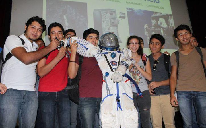 Universitarios que cursen carreras afines pueden estudiar en la NASA. (Carlos Horta/SIPSE)