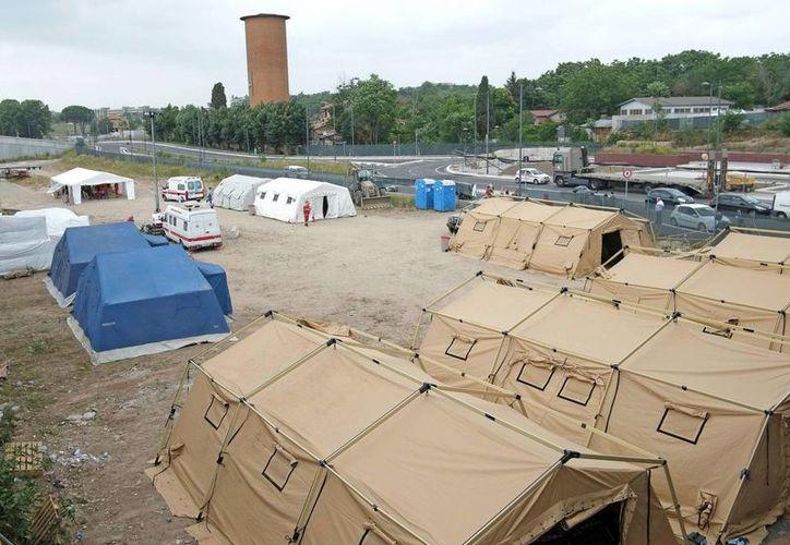Estos 'cubos' albergan a cientos de inmigrantes que pasaban el día en plazas o jardines de algunas ciudades italianas. (EFE)