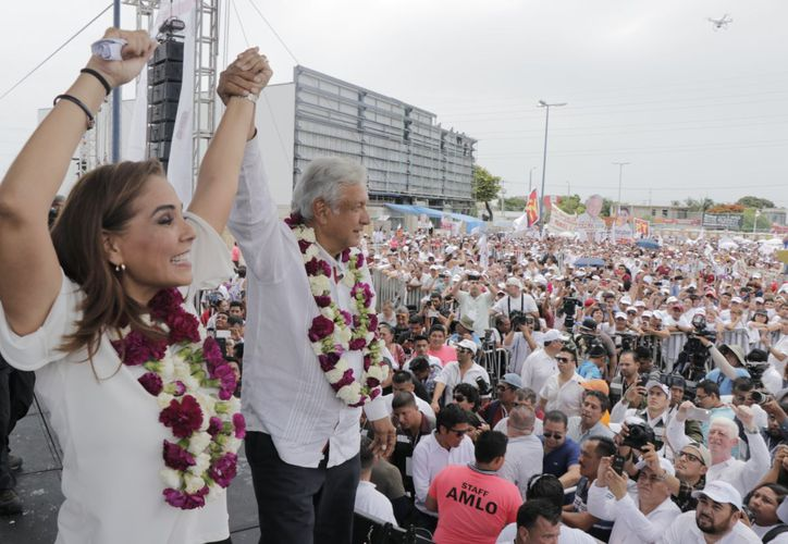 """El aspirante presidencial de """"Juntos Haremos Historia"""", pidió """"voto parejo"""" a los cancunenses por todos los candidatos de Morena y PT. (Redacción)"""