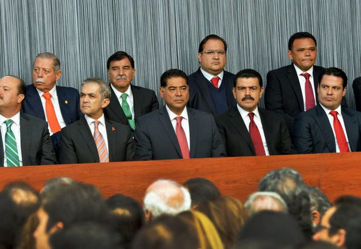 El gobernador de Yucatán, Rolando Zapata Bello, presente en el acto donde el presidente Enrique Peña Nieto anunció 10 medidas para fortalecer la seguridad y el Estado de Derecho en México. (SIPSE)
