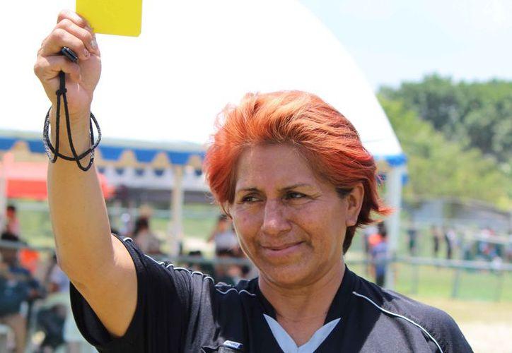 María Elena Jiménez de la Cruz, mujer con mucha experiencia en el arbitraje. (Ángel Villegas/SIPSE)