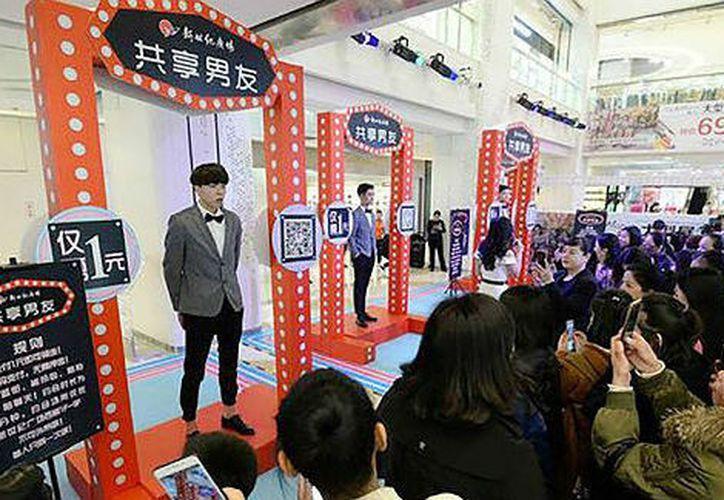 """Algunos centros comerciales de China han empezado a proporcionar un servicio de """"novios de alquiler"""". (Foto: Vanguardia)"""