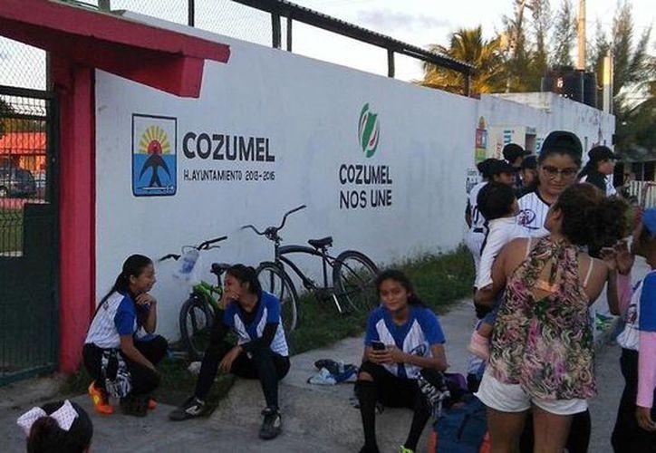 La tarde del viernes la integrantes de cuatro equipos llegaron a las instalaciones del Asterio Tejero en la 65 avenida Bis. (Gustavo Villegas/ SIPSE)