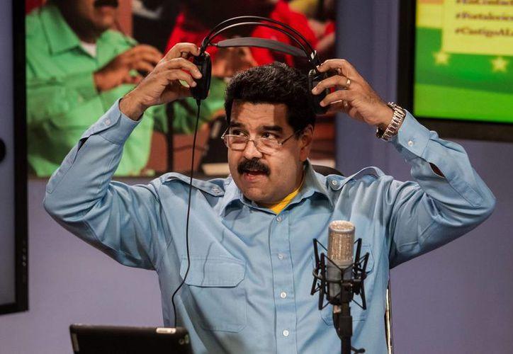 Maduro indicó que el alza a los salarios mínimos entrará en vigencia a partir del 1 de diciembre. (EFE)