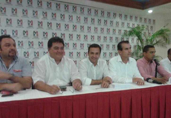 Pedro Flota Alcocer, Paul Carrillo de Cáceres y Miguel Ángel Chico Herrera, en conferencia de prensa. (Jazmin Ramos/SIPSE)