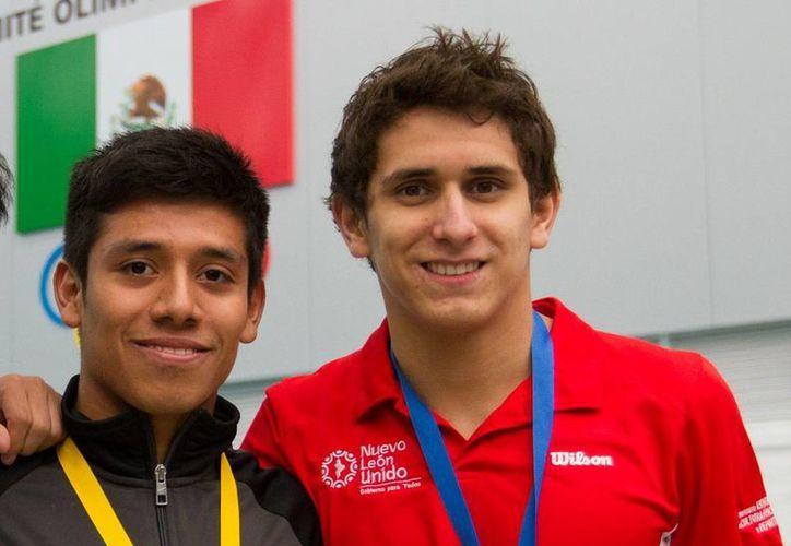 Jonathan Ruvalcaba (i) y Diego Balleza se cubrieron de plata en el Grand Prix de Clavados, en Madrid, España. (Archivo Notimex)