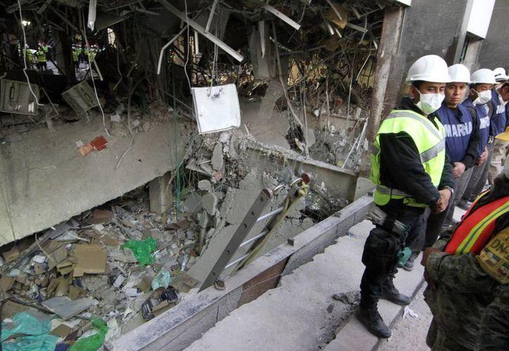 Aspecto del edificio administrativo B2 de la Torre de Pemex, después de la explosión que ocurrió ayer. (Notimex)