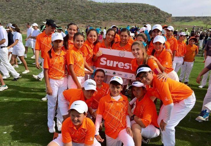 Golfistas que representaron a la Zona Sureste en el Nacional de Interzonas de Golf, en Ensenada, Baja California. (SIPSE)