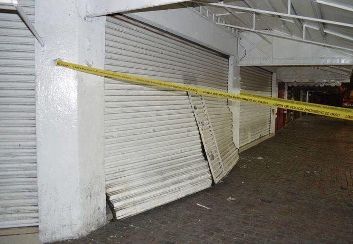Imagen del lugar que fue atracado por tres hombres al filo de la medianoche, en el centro de Mérida. (Carlos Navarrete/SIPSE)