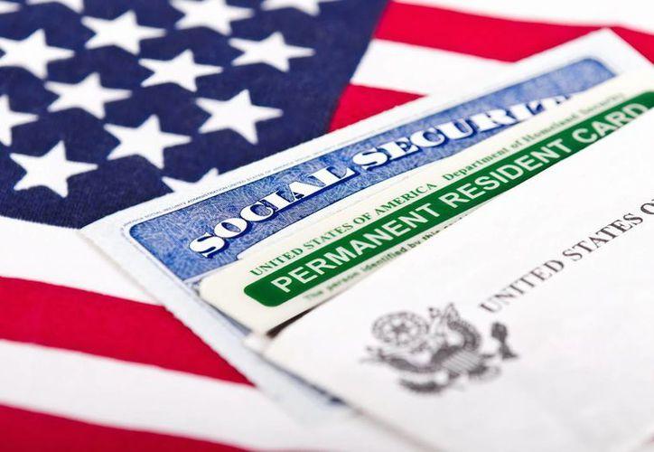 El gobierno de Estados Unidos podría revocar el permiso de residencia permanente -'green card'- a los mexicanos que viven en México y cruzan diariamente la frontera. (ustraveler.com.mx)