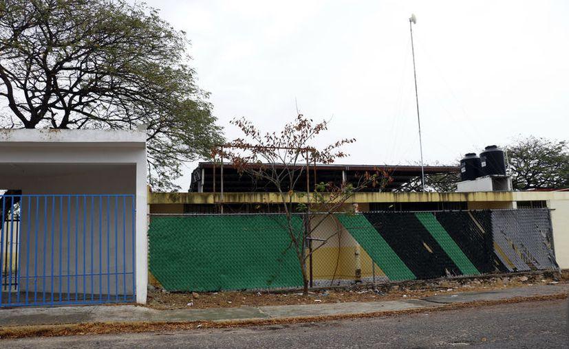 """El largo periodo de """"soledad"""" por el que pasan las escuelas, en el verano, las hace vulnerables. (José Salazar/Novedades Yucatán)"""