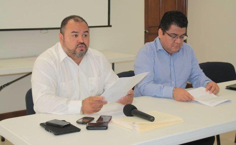 José Antonio Rico Casillas, gerente del centro de hospedaje, y Héctor Cruz Sánchez, contralor de la empresa. (Julián Miranda/SIPSE)