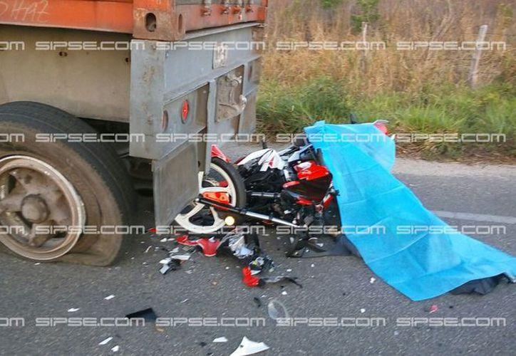 Un motociclista falleció en la carretera Mérida-Tizimín: se estrelló contra un tráiler estacionado. (SIPSE)