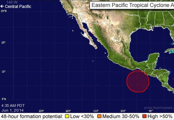 El fenómeno causa lluvias intensas en las zonas montañosas del Pacífico sur. (nhc.noaa.gov)