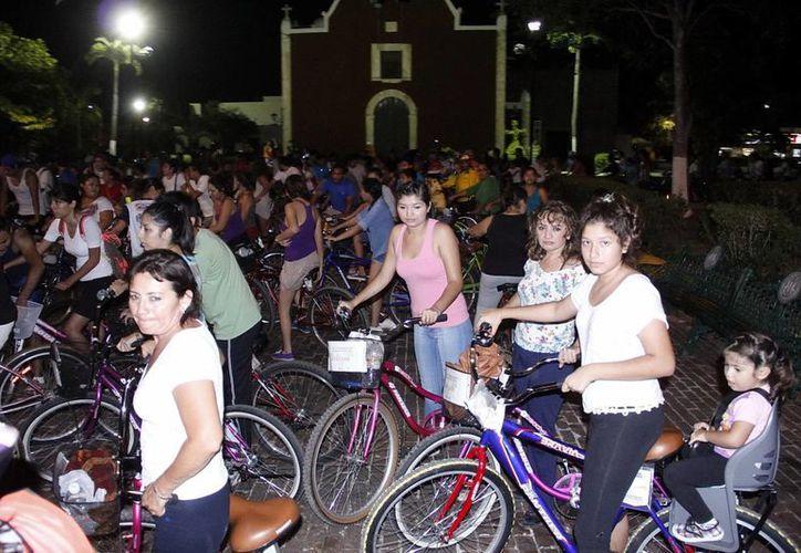 Ciclistas partieron anoche del parque de Itzimná hasta la glorieta de la Xtabay, en Polígono 108. (SIPSE)
