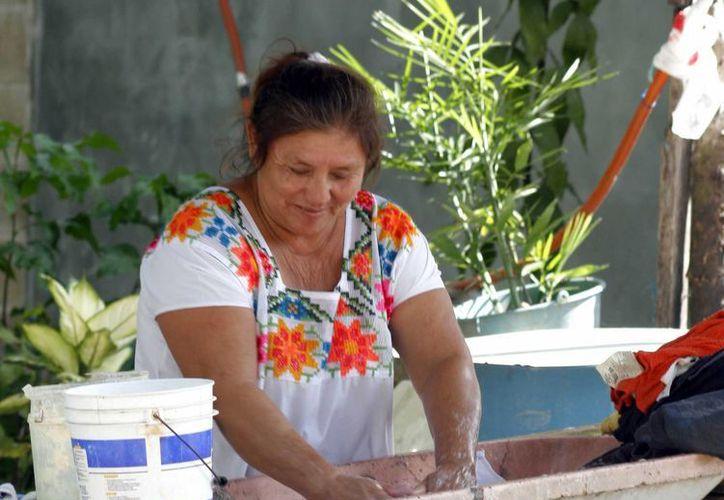 Mujeres de la zona maya reciben apoyo en diferentes ámbitos de asociaciones sin fines de lucro en Q. Roo. (Tomás Álvarez/SIPSE)