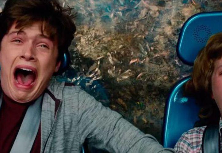 La cinta 'Jurassic World' asusta a cualquier con la cifras de recaudación en taquilla, en apenas su primer día de exhibición: 82.9 mdd. Es la tercera cinta más taquillera de la historia. La imagen, tomada del tráiler oficial de la película, está utilizada como contexto. (mundojurasico-latam.com)