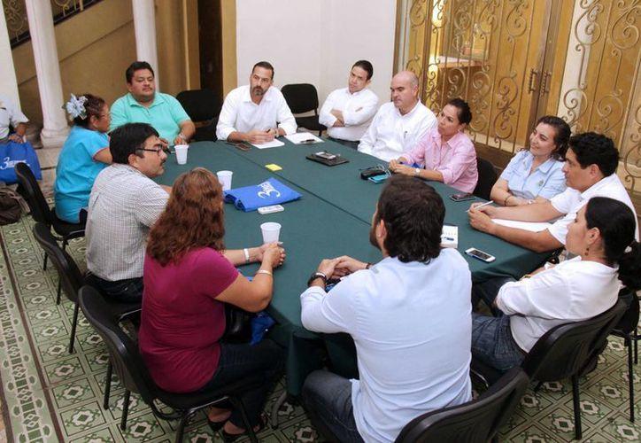 Imagen de la reunión del seguimiento de los trabajos de los mercados Lucas de Gálvez y San Benito en el Ayuntamiento de Mérida. (Milenio Novedades)