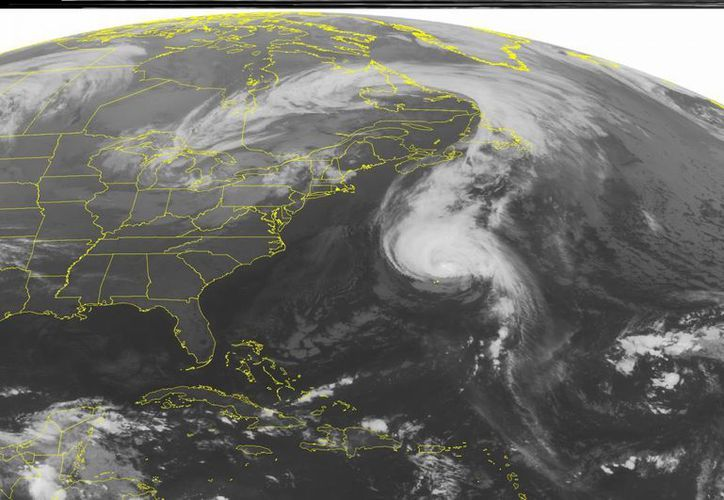 Unos 30,000 habitantes de Bermudas informaron de cortes de luz a última hora del viernes debido al paso del huracán Gonzalo. (Foto: AP)