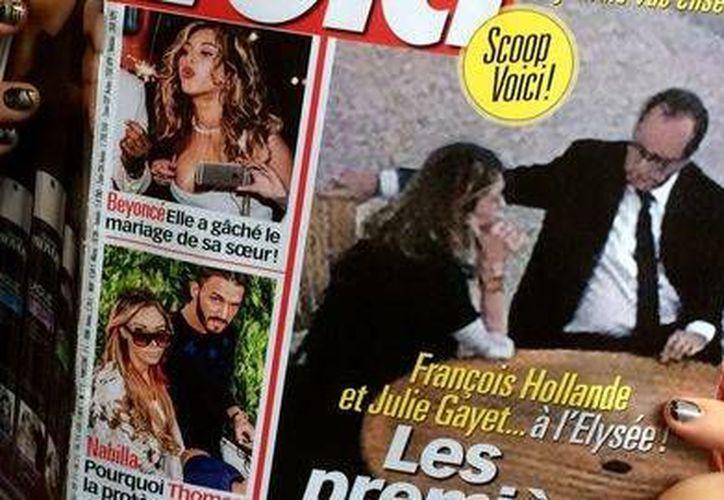Según el semanario Voici, que publicó las fotos en la portada en la edición que salió este viernes a la venta, las fotos de Francois Hollande y Julie Gayet se tomaron en octubre en el Palacio del Elíseo. (lexpress.fr)